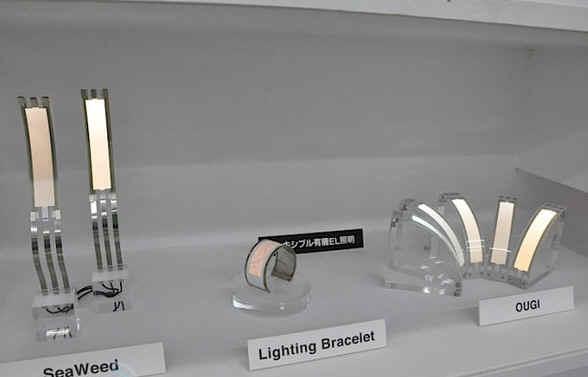 左-可弯曲式OLED装置标准S型;右-手镯型