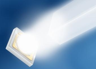 两种版本的 Oslon LX 均可从很小的表面发射出大量光线。搭载最优化透镜后,可将光线极其高效地射入导光板。