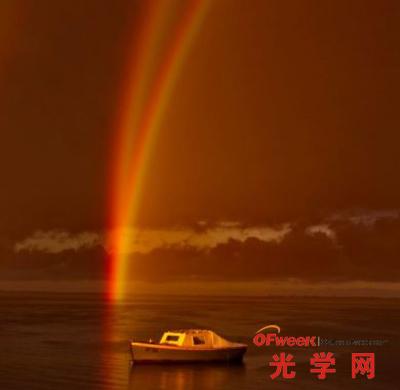 """""""倒影彩虹""""--罕见的大气光学"""