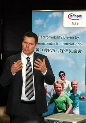 汽车电子事业部电驱动产品线总监Mark介绍英飞凌最新技术