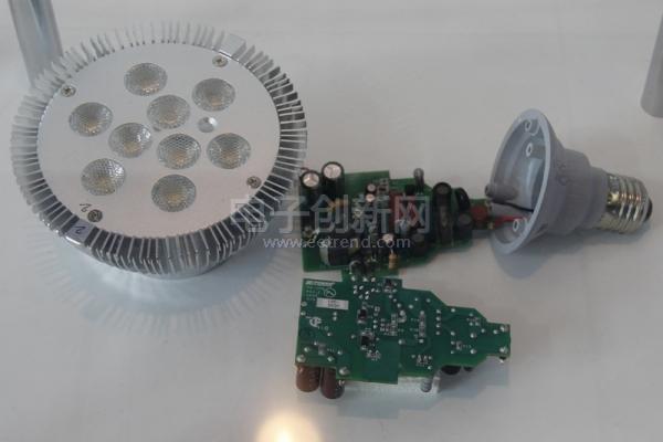 使用PI LinkSwitch-PH设计的功率因数大于0.9的14W LED驱动电路方案