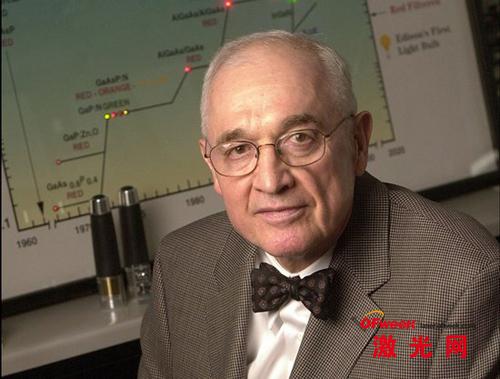 尼克•何伦亚克在1962年发明了第一种可见光发光二极管