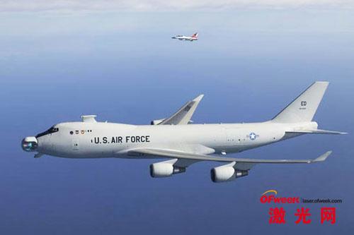 2005年5月,美国空军对YAL-1A型激光飞机(前)进行测试