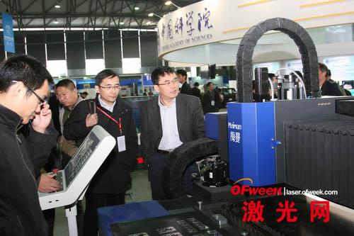中科院展示光纤激光切割机
