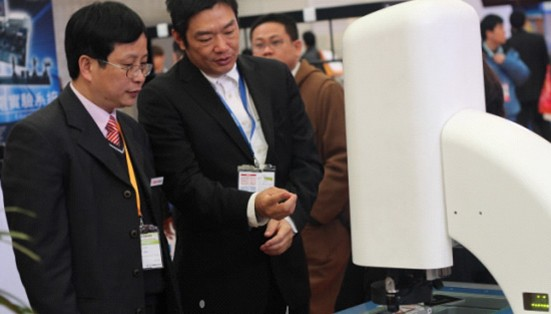智泰集团董事长许智钦博士现场与客户交流