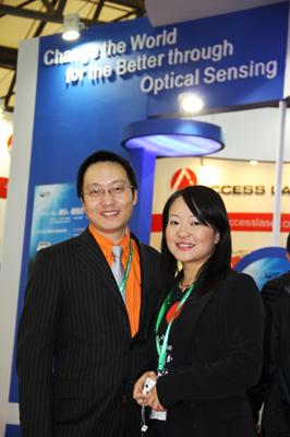 海洋光学亚太区总裁孙玲博士(右)和亚太区市场总监刘兵斌(左)