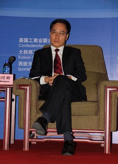 全国政协委员、全国工商联新能源商会会长、汉能控股集团董事局主席李河君
