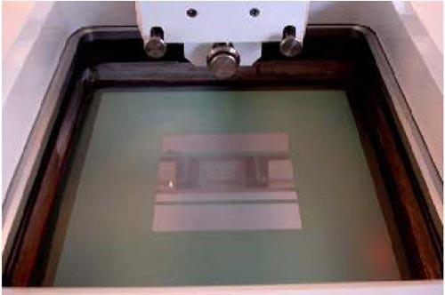 表2:印刷丝网上包含打开和闭合的区域,通过打开的区域,导电浆料可以被印刷到硅片上。