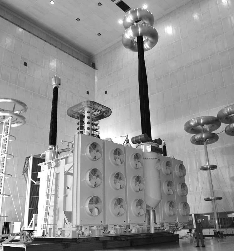 天威保变研制的世界最高电压、最大容量的1500MVA1000KV特高压变压器