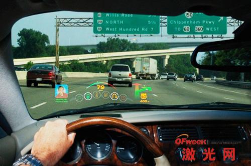 Microvision平视显示器模型正在显示驾驶员看到的信息