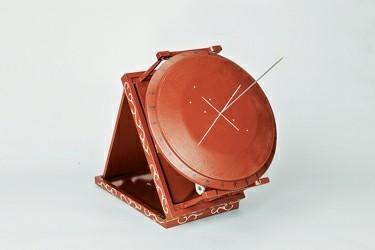 """栻盘架""""支撑的赤道式天文观测仪器"""