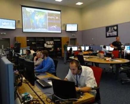 日内瓦的欧洲核子研究委员会在控制中心远程控制阿尔法磁谱仪的运行