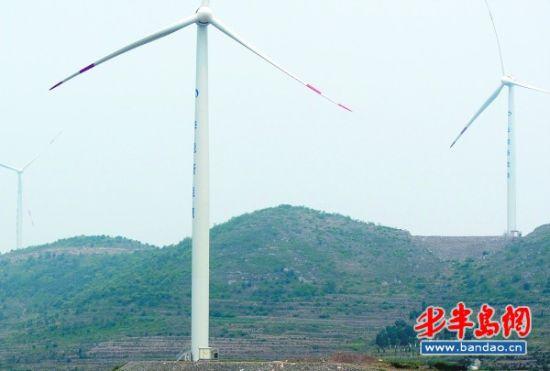 荆条山上的大风车,底座占地近半亩,每台造价1500万元