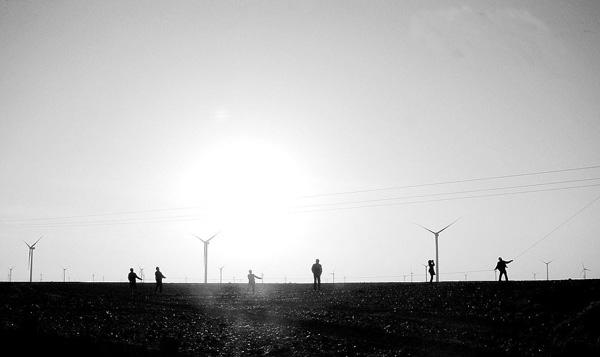 经过5年高速发展的风电行业,正在经历一个明显的减速期。在全行业不景气的大背景下,各大厂商纷纷进行业务调整,等待下一个春天。