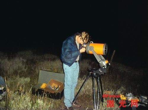 作者Clint在实验现场观察接收地点