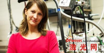 物理系研究生夏洛特•桑德斯(Charlotte Sanders)与Ken Shih教授的研究帮助开发出世界上最小的纳米激光器