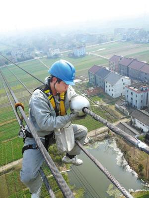 甚至需要对输电线路杆塔进行改造