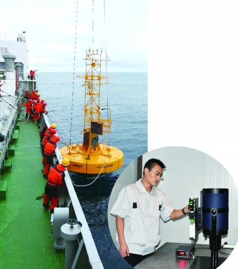挪威海布设大型观测浮标工作人员在测试大气气溶胶激光雷达
