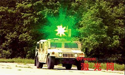 一辆悍马上装载的激光眩目器