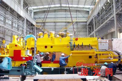 冷轧项目激光焊机机头顺利完成吊装