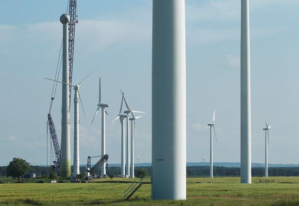 德国高明(Görmin)正在建造中的风力涡轮机,这样的风机在全国有大约22000多个。
