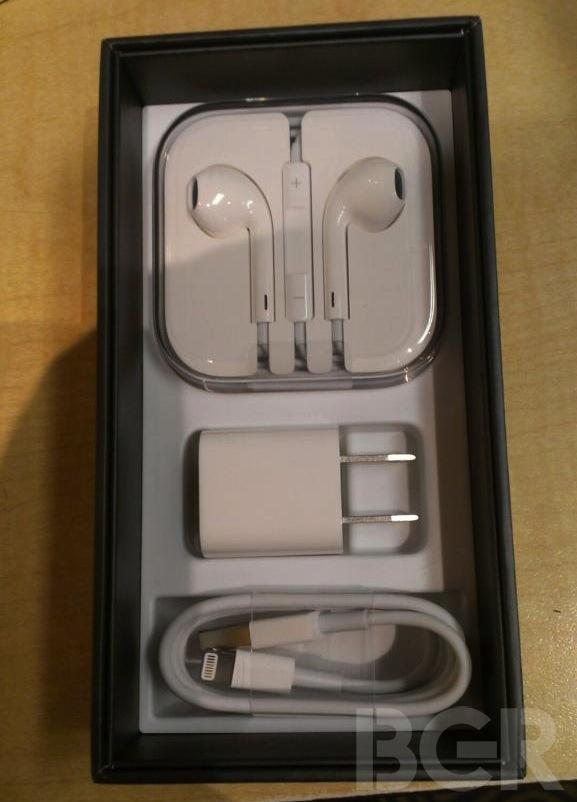 iPhone 5包装盒内部结构与iPhone 4S相似