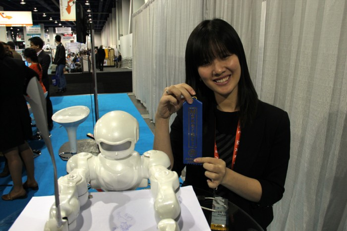 两个机器人:一个能跳一个会画 图2