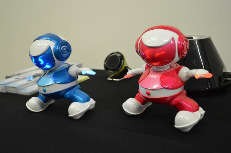两个机器人:一个能跳一个会画 图3