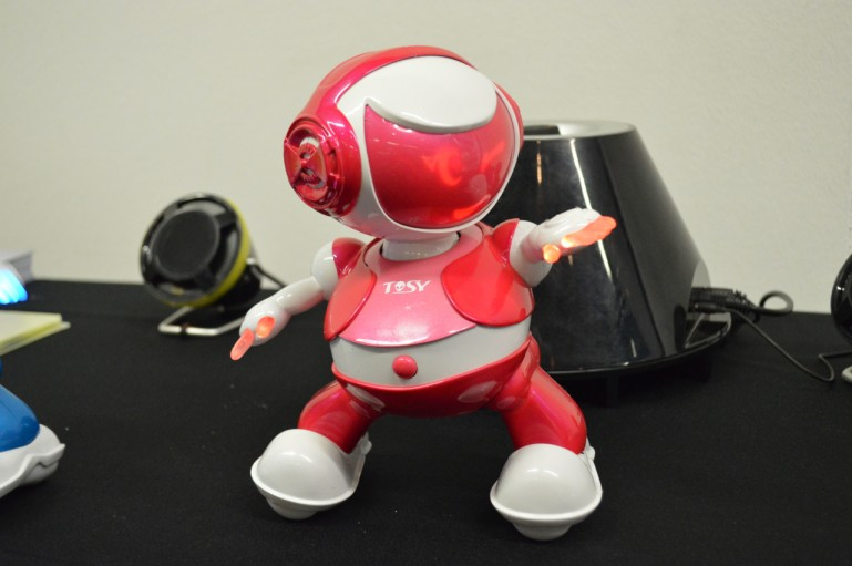 两个机器人:一个能跳一个会画 图4