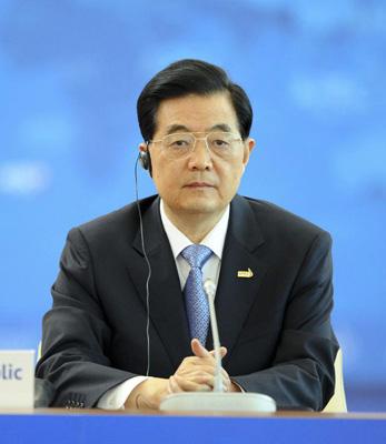 9月9日,国家主席胡锦涛在俄罗斯符拉迪沃斯托克出席亚太经济合作组织第二十次领导人非正式会议第二阶段会议并发表重要讲话。