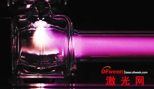 自主研制生产的1万瓦蝶形射频高功率激光器