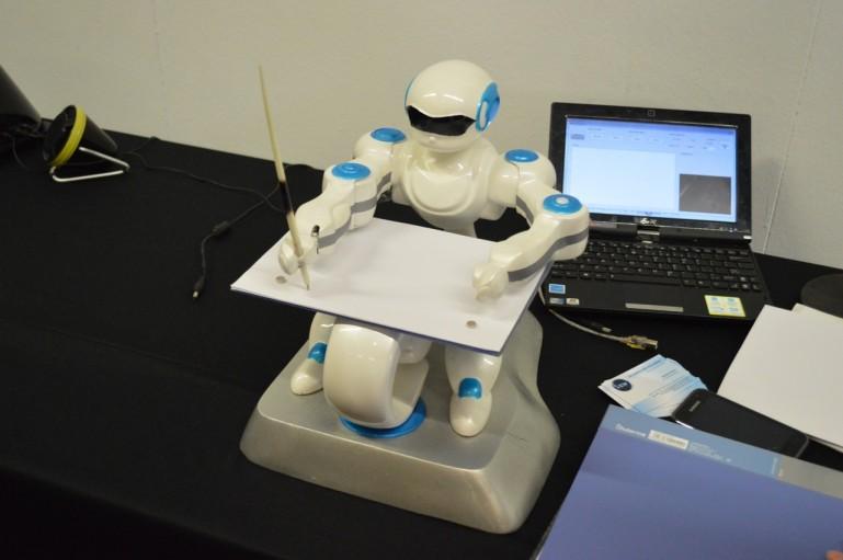 会画画的机器人sketrobo - discorobo和sketrobo机器人:会跳舞会画画