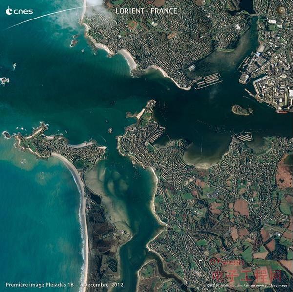 Pleiades 1B 传回的首张图片--法国布列塔尼洛里昂港。