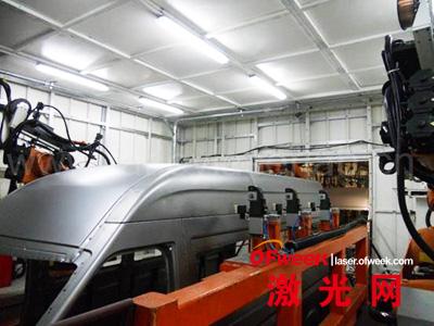 法利莱承担的江淮汽车商务车顶盖激光焊接现场