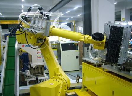用全自动机器人键盘生产系统