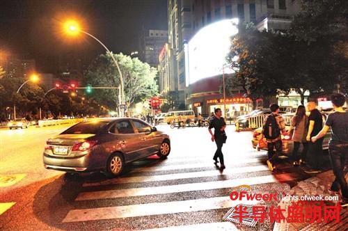 【观察】福州LED屏光污染 炫得人眼花