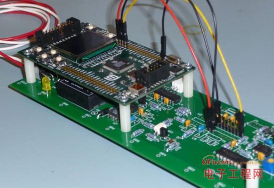 MCS-8051单片机片外数据存储器扩展设计