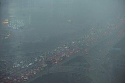 今年,1月29日东三环晚高峰。自1月27日起北京连续三天陷入重污染。