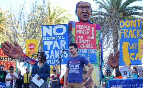 旧金山的环保组织抗议修建Keystone XL输油管道。