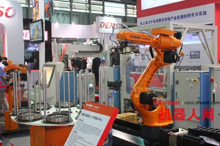 工博会展出的广州机器人-闻机起舞 机器人酣战激烈