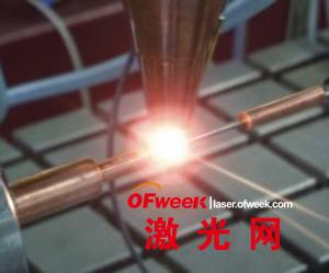 在一个单晶试验样品上进行激光熔覆