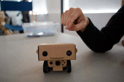 可以远程控制的拍摄机器人