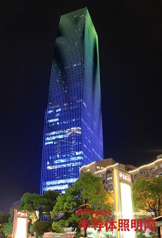 上海中山公园商圈楼宇披上绚丽LED彩衣