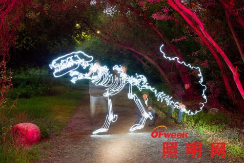 艺术家Pearson用LED灯创作的光影涂鸦(图)