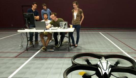 意念控制飞行机器人