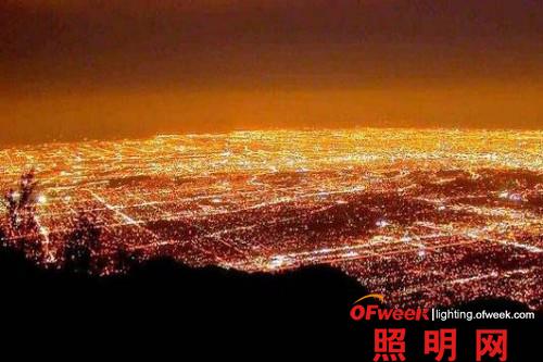 LED接管好莱坞 洛杉矶路灯改造省千万
