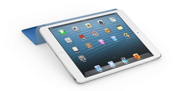 尽管和iPad 4相比,iPad mini的配置显得比较入门,一块7.9英寸的屏幕分辨率只有1024x768像素,远远达不到视网膜的屏幕级别。不过这依旧不妨碍iPad mini成为用户乐意掏钱购买的产品,苹果对于iOS底层的开发和优化让即使没有顶级硬件配置的iPad mini依旧可以运行流畅,同时便携型的提升以及软件质量上的优势,这些都让iPad mini成为了果粉的新宠。