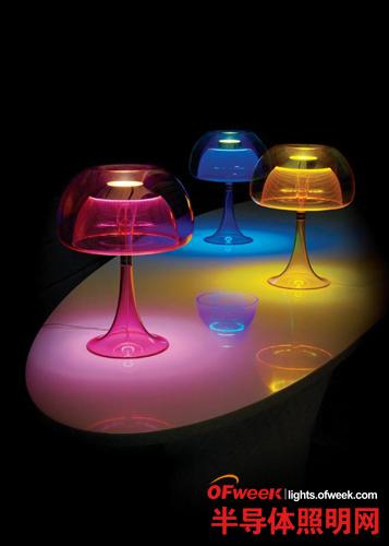 100% Design:344盏LED灯笼笼罩台北馆