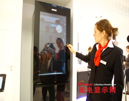 海尔全球首款高清透明显示冰箱