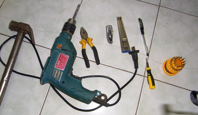 扔掉充电线 小编教你手工DIY一个无线充电桌(多图)